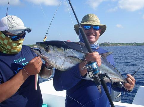 Saltwater fishing reels